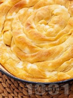 Теглена / дърпана баница със сирене (от домашни кори с мая и сода) - снимка на рецептата